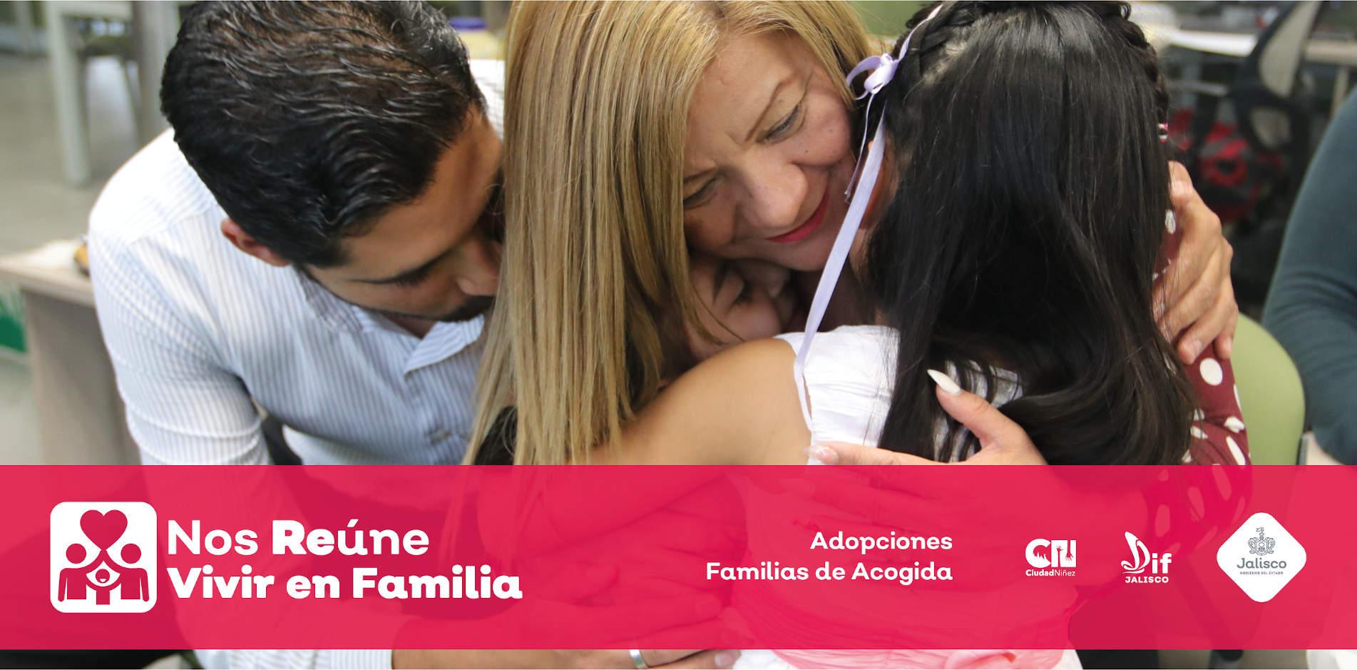 Imagen de una familia en un abrazo